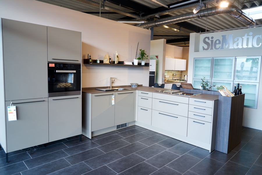 hochwertige siematic k che muskat matt mit buffett und. Black Bedroom Furniture Sets. Home Design Ideas